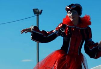 клоуны артисты на ходулях заказать на мероприятие в МСК и СПб цена, пригласить костюмированных артистов на ходулях стоимость