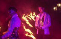 Выступление дуэтом с огнем и пиротехникой