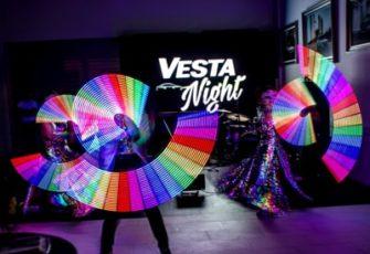 Неоновое световое шоу фриков - выступление 3 артистов с графическим реквизитом - пиксель поями заказать на мероприятие в МСК и СПб цена