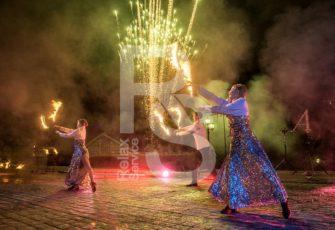Пиротехническое огненное фаер шоу с 3-мя артистами заказать на мероприятие в МСК цена, заказ fire show на праздник в СПб стоимость за трех человек