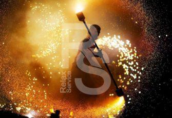 Огненное фаер шоу заказать эксклюзивное оригинальное выступление на мероприятие в МСК цена, fire show заказ на праздник в СПб стоимость