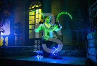 Неоновое световое шоу с эксклюзивным номерами и перфомансами заказать в МСК и СПб цена