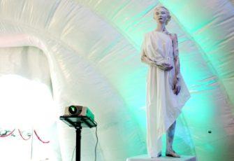 Дополнительное время работы моделей живых статуй