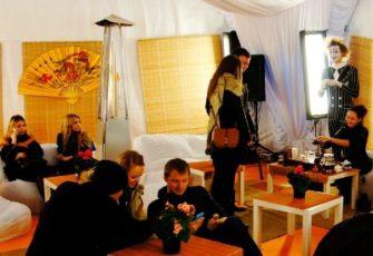 Чайная зона в шатре на выезд в японском стиле с чайным мастером, реквизитом и декором в МСК цена, заказать проведение японской выездной чайной церемонии в шатре с чайным мастером, реквизитом и декором в СПб стоимость
