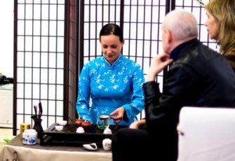 Заказать японскую чайную зону с чайным мастером и реквизитом в офис в МСК цена, заказ проведения японской чайной церемонии в офисе компании в СПб стоимость